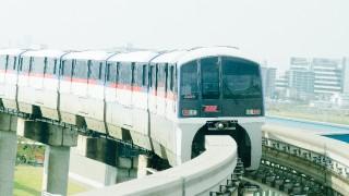 羽田空港。まずは電車で向かいます。