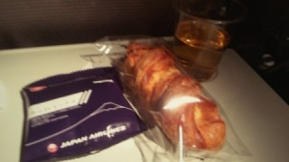 JALに乗って出発!まずはバンコクへ行ってきまぁす!