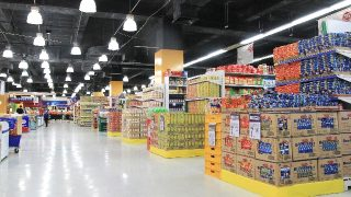 コオリナ付近のスーパーマーケットをチェック。絶対行きたい!