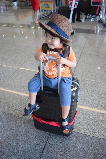 空港 赤ちゃん 子供 海外旅行