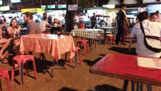 ローカルな雰囲気を屋台で味わいたいなら、チェンマイ門広場へGO