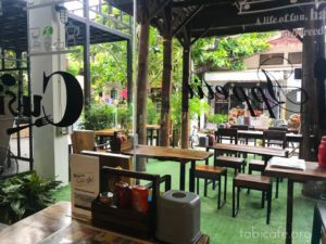 ソムペット市場のカフェ 入口