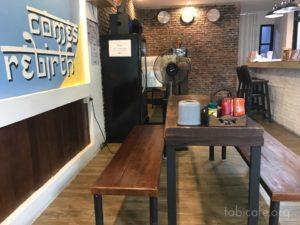 ソムペット市場のカフェ 店内